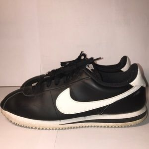 Nike Cortez - Black & White- Size 10